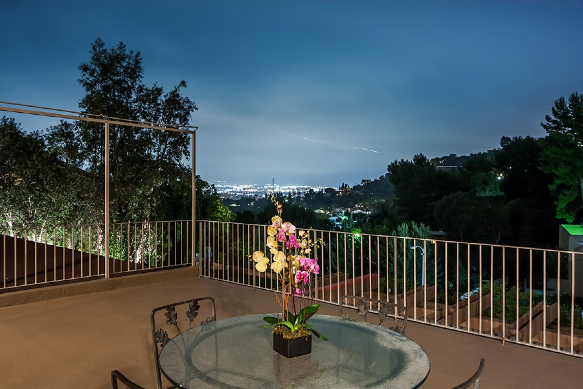 3 Bedrooms, Residential, Sold, Mulholland Terrace , 4 Bathrooms, Listing ID 1047, California, United States, 90046,